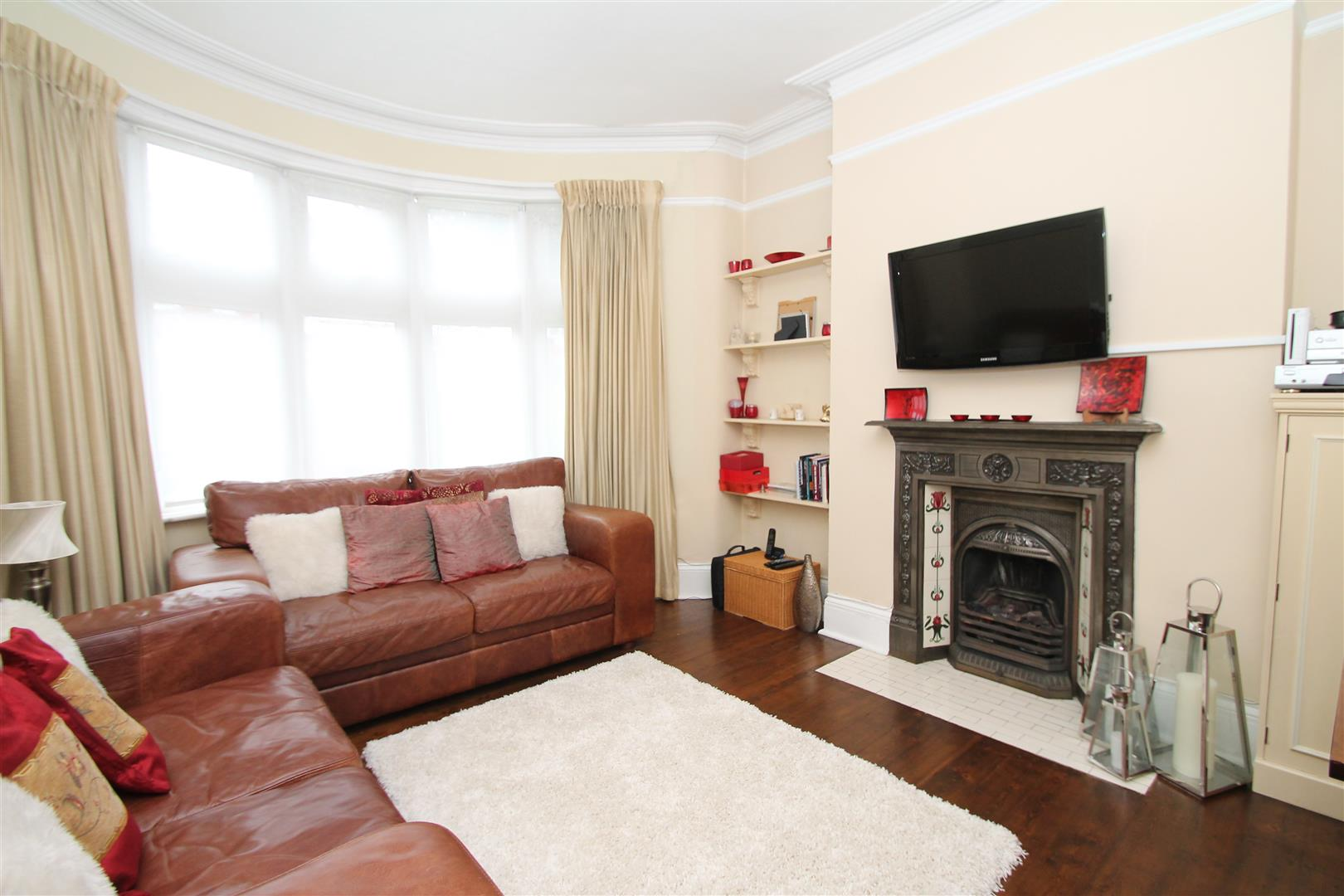 1 Bedroom Flat for sale in New River Crescent, Palmers Green, London N13